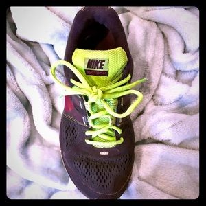 Nike size 7.5 Running Shoes, super cute